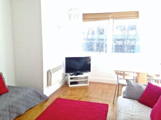 Fab Fitzroy Street, W1 2-bed : Unlimited Wifi, Londres