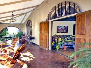 Traditional Jungle Villa, Nature Lovers' Retreat,, Manuel Antonio National Park