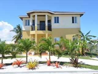 Tuscan Style Home w/rental car at extra $60 p/day, Nassau