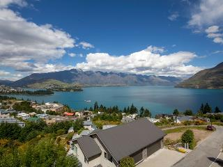 7LY Queenstown, Sleeps 8 in Luxury, Lake Views