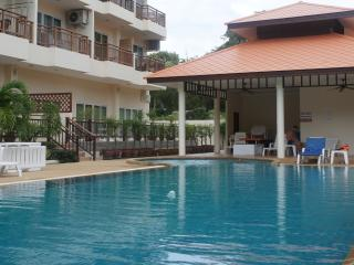 Emerald Serviced Apt - FREE Electric-WiFi-Cable TV, Pattaya