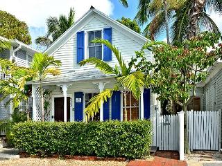 Coconut Cabana: A restored Old Town home with charm & tropical ambience, Key West