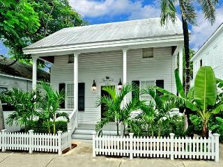 Southard Street Queen Conch - A Historic compound with large sunny pool, Key West