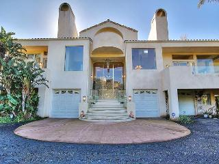 4BR/3.5BA Grand Compound, Minutes to downtown Montecito, Sleeps 8, Santa Barbara