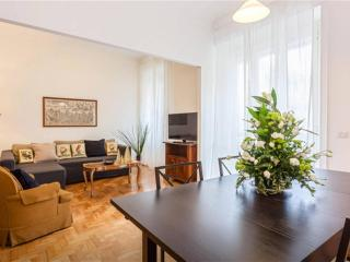 Brand NEW Cozy big apartment central near Coliseum, Rome