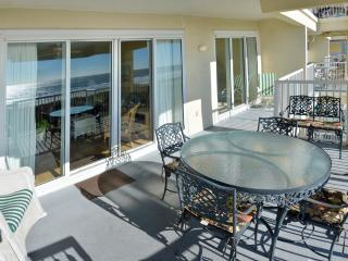 October available Luxury Oceanfront 4Bd/4Bt Condo, Isle of Palms