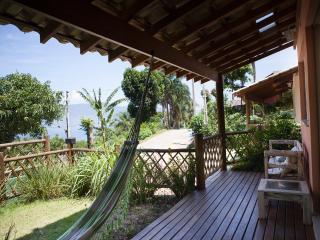 Casas/Chales em Ilhabela, praia Itaguassu, com linda Vista (Vila Paulino)