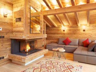 4 bedroom self-catered chalet - great value!, Argentière