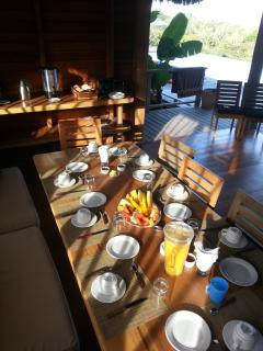 the breakfast in the rancho of the swimming pool