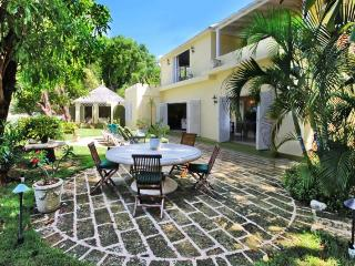 Luxury 3 Bed Beachfront Home - 2 Acre Gardens, Gibbes