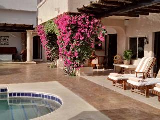 **Villa on Golf Course, 1block off beach**, San Jose Del Cabo