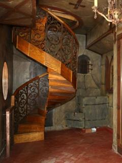 Spiral staircase going up to bedroom