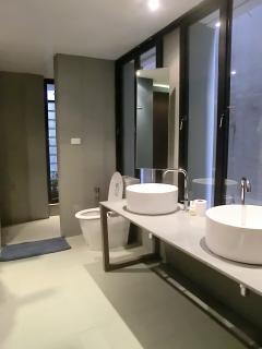 2 wash basins in a bathroom