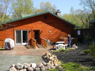 ROMANTIC / LUXURY 1850's Massanutten Springs Cabin