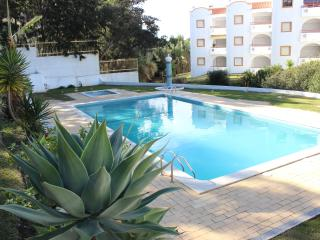 charming apartment near beach with pool -Albufeira