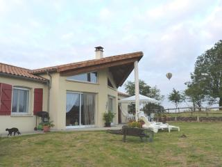 Individual house, very quiet, with stunning views, Secondigny