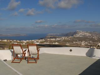 Spiti Stelios (sleeps 6 in 4 bedrooms), Pyrgos