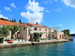 SEA HOUSE 2 ,comfortable apartment on waterfront