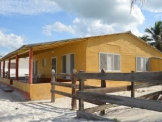 Authentic 3 Bedroom Beachfront Chalet, El Cuyo