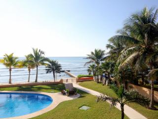 NEW LUXURIOUS 2BR DIRECT BEACHFRONT BBQ SPECIALS, Puerto Aventuras