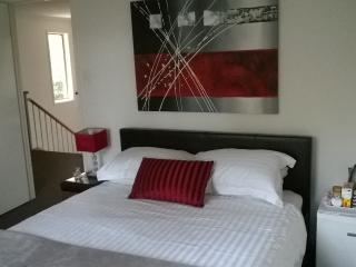 Boutique room, free wifi, continental breakfast. Rooms part of private property.
