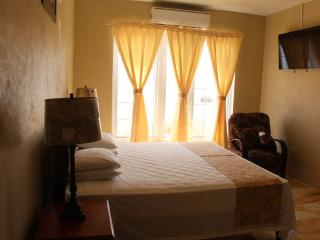 Waters Edge Guest House, Montego Bay