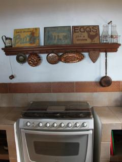 Charming kitchen, completely equipped for your cooking needs.