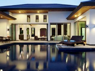 Villa avec piscine privée à Bangtao