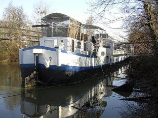 Boat for Guests - The Loft apartment, Issy-les-Moulineaux