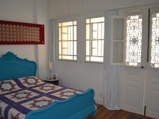 Casa Amarela - Guest house with WIFI 15 minutes to the beach