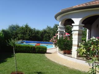 Villa with pool in tranquil setting, Zbandaj