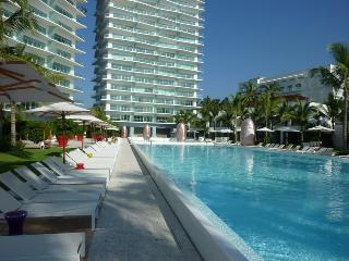 Modern 20th Floor ICON Condo w/ Ocean View, Puerto Vallarta