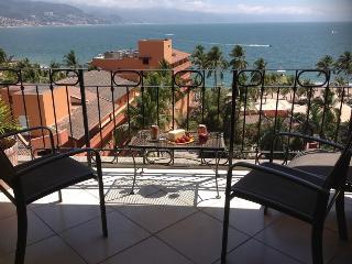 Beachfront Condo with Ocean views, Pool, Wi-fi, Puerto Vallarta