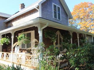 #8160 Grand Victorian Home Near The Heart Of Oak Bluffs