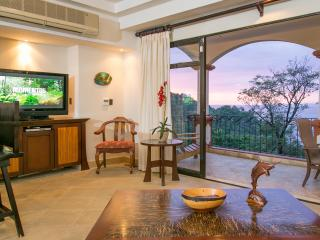 Shana Residences #322: Private condo w/ Sea Views!, Manuel Antonio National Park