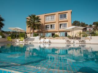 Le case di Ela, Villaggio Mose