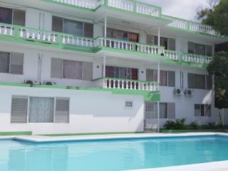Villa Donna, Ironshore