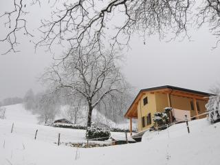 freestanding guesthouse in hamlet near ski area