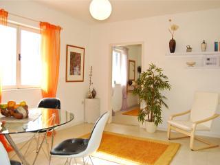 Raku garden apartment, Povlja
