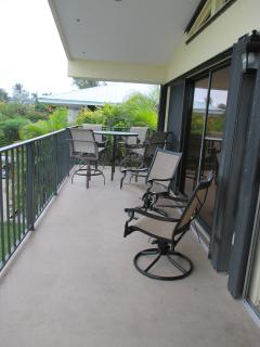 Front balcony(off LR/DR/Kit)with 2 addl.  swivel chairs/sm. table + SS propane tank gas grill!
