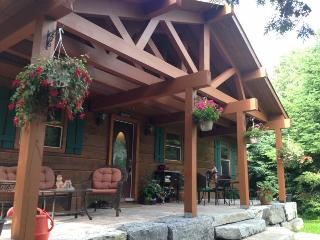 LAKE FRONT CHALET LOG & STONE- BREATHTAKING VIEWS