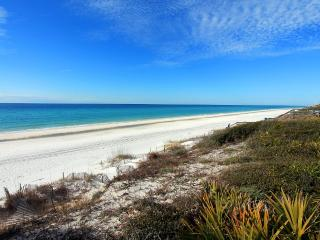 Sugar Sand Cottage-30A-Slps8- *10%OFF April1-May26*Walk2SeagroveBch, Santa Rosa Beach