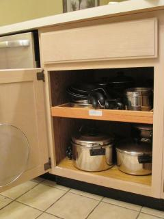 LOTS of pots & pans w/ lids- all sizes, grease splatter (NIP: crockpot, fryer, electric skillet)
