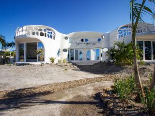 Organic architecture next to lagoon, w/ private pool, Placencia