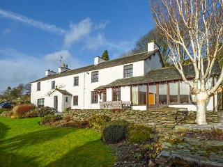 OLD JOINER'S SHOP, spacious detached cottage, en-suites, open fire, WiFi, near Windermere, Ref 916882, Bowland Bridge