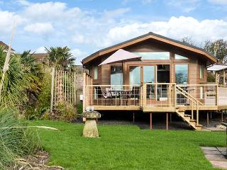 WESTVIEW, luxury lodge, all ground floor, WiFi, underfloor heating, near