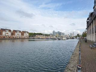 River-side 3 bedroom apartment + free parking space- Southbank, Londen
