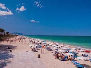 PINETA BEACH stabilimento balneare+ appartamenti, Porto Recanati