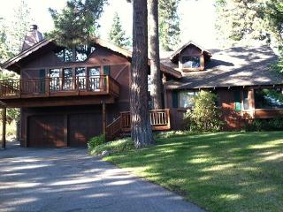 Highlands Hideaway - 3 BR w/ Hot Tub & Large Master Suite - ONLY $1400/wk, Tahoe City