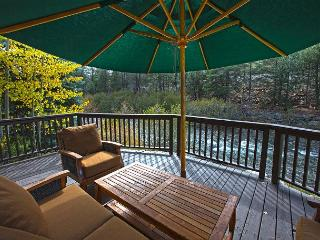 3 BR Riverfront Retreat with Hot Tub and Close to Squaw and Bike Path., Olympic Valley
